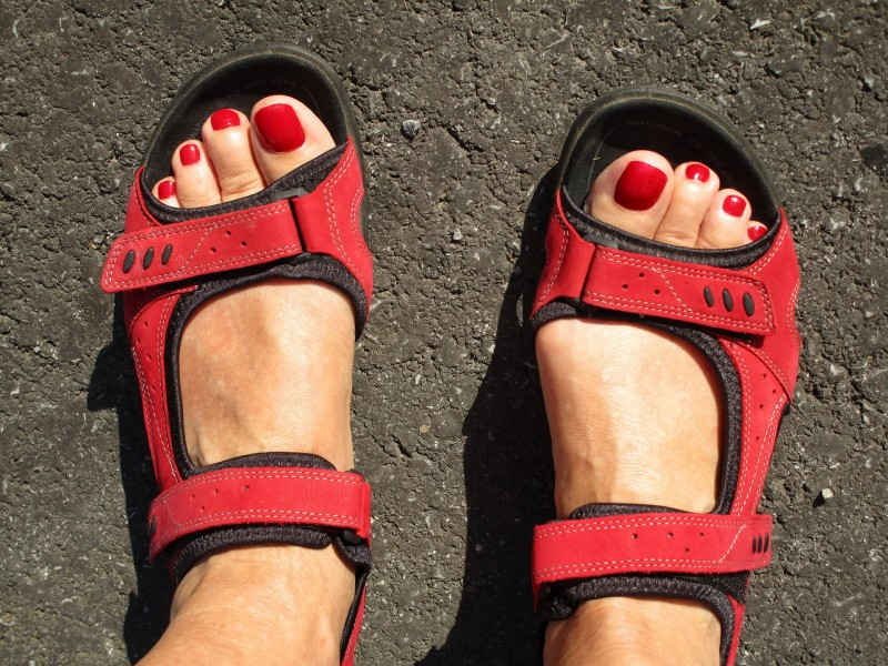 feet-2551966_1920